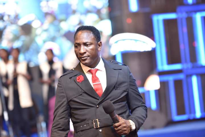 RAW MIRACLE: Shock grips worshippers as Popular Nigerian Prophet, OWOMOWOMO commands Woman with Postterm Pregnancy to give birth Miraculously [Watch Video]